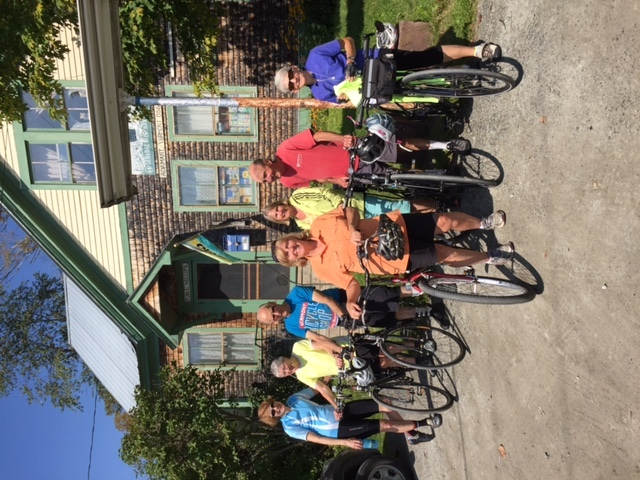 Photo rotated-bicyclists_at_coop.jpg